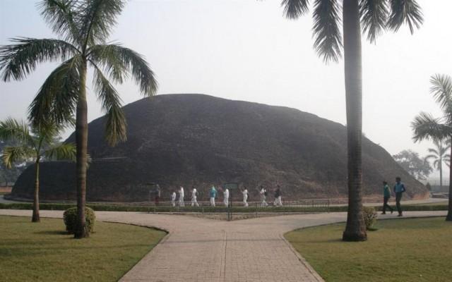 Ступа на месте кремации Будды в Кушинагаре