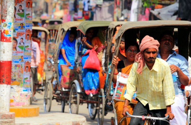 Вело-рикши на улице Варанаси