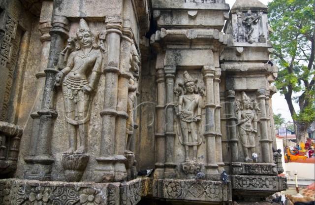 Скульптуры в храме Камакхья