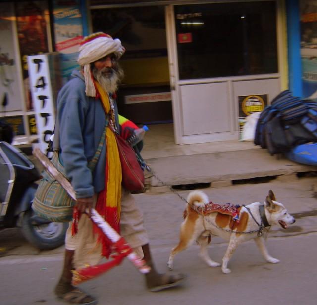 Садху с собакой
