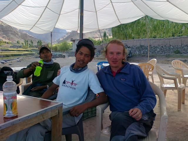 Спустились со stok range вместе с пообедителем Ладакхского марафона за 2012г