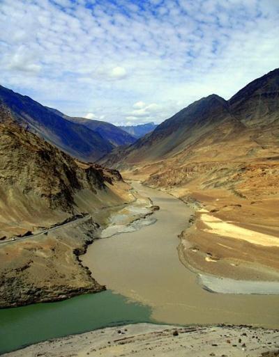 Слияние рек Инд и Занскар в Ладакхе