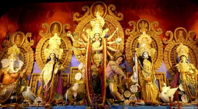 Инсталляция во время Дурга-пуджи в Калькутте