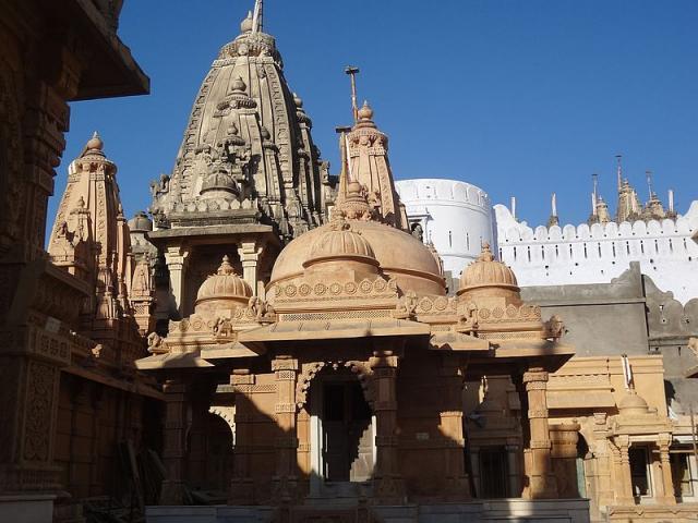 Храм Чаумукхджи
