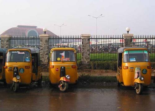 Ченнайский автовокзал. Ну, куда же без рикш?