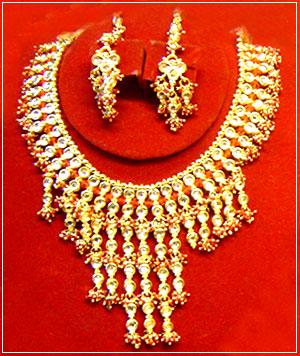 Ожерелье и серьги в стиле кундан