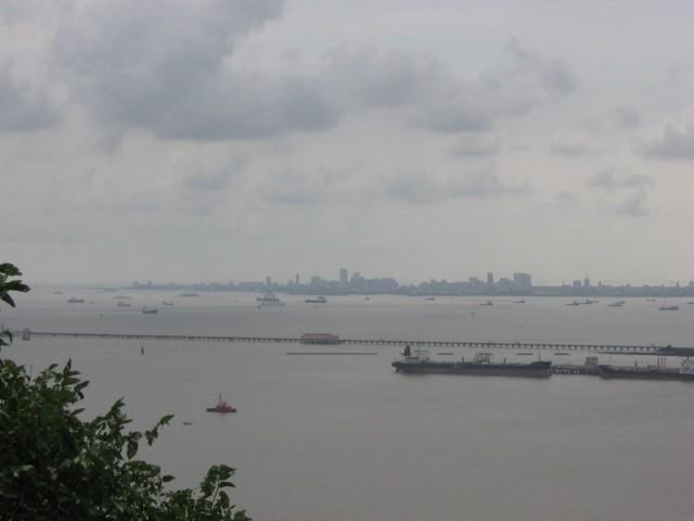 Вид на Мумбай с орудийной позиции