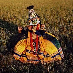 Танцор катхакали изображает Кришну