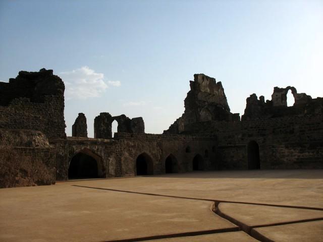 Манду. Развалины банного комплекса