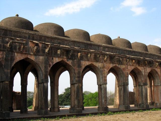 Манду. Мечеть Джами Масджит. Монотонный ритм куполов