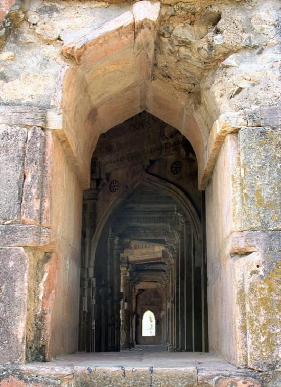 Манду. Заглянем внутрь мечети Малик Мугис