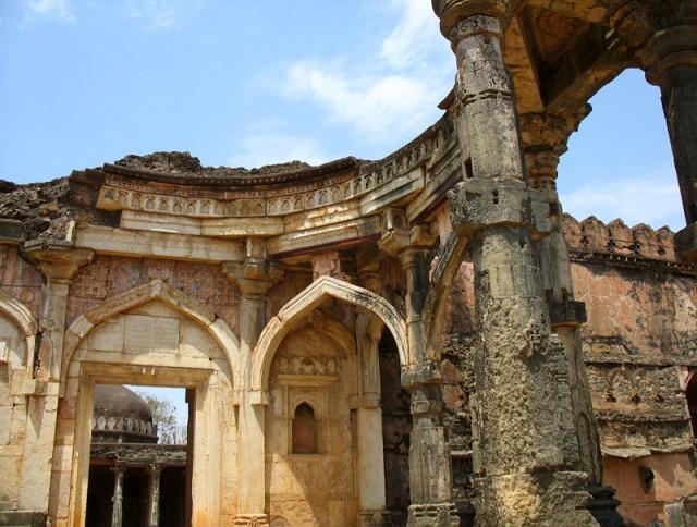 Манду. Вход в мечеть Малик Мугис