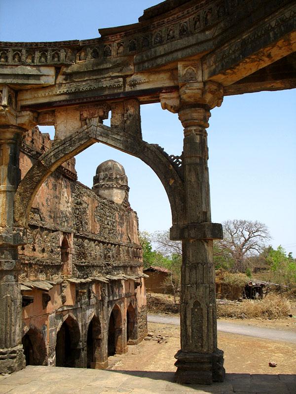 Манду. Развалины мечети Малик Мугис