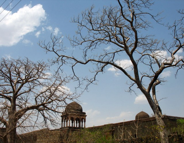 Манду. Дворец Бахадура
