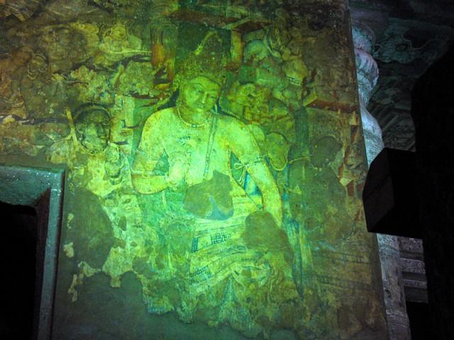 Еще один шедевр - Падмапани, форма Авалокитешвары, держащего лотос