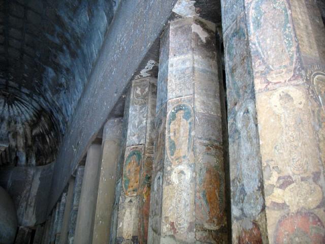 Аджанта. А это колоннада в чайтье, молельной зале.