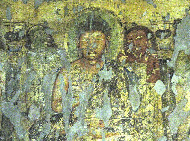 Здесь Будда почти не изменился, зато девушка уже другая. Жизнь переменчива!
