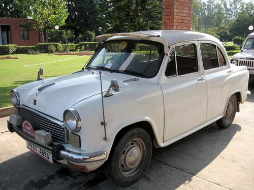 Это самый престижный транспорт в Чандигархе! На таких «Москвичах» ездят только  самые крутые дядьки :)