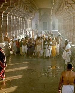 Встречают в храме