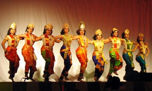"""А это был целый танцевальный спектакль """"Нарунайявату Намашивайя"""", илюстрирующий победу Шивы над демонами. В начале танцуют боги во главе с Индрой."""