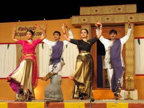 Исполнители танца Катхак - студенты академии в Дели