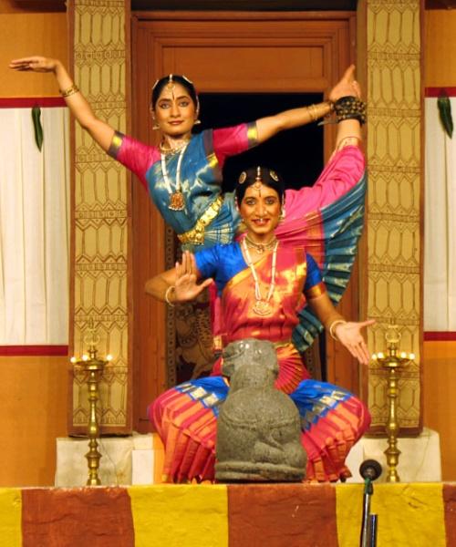 Танцовщицы из школы Мудрика в Бангалоре