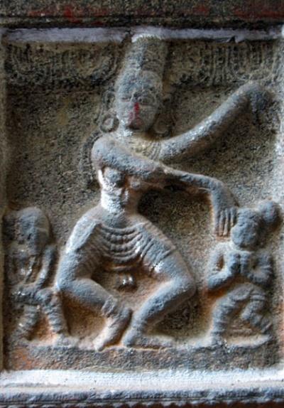 Рельефы на стенах храма Натараджа