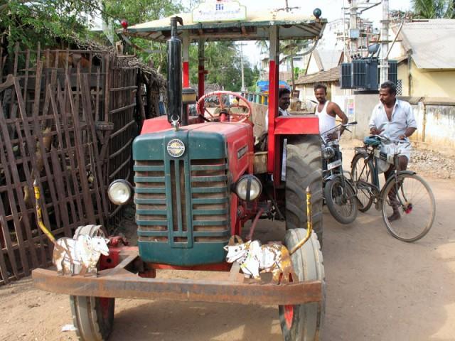 Чидамбарам. Веселый трактор
