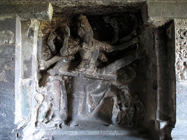 Эллора. Вамана - аватара Вишну. Рельеф в одном из пещерных храмов