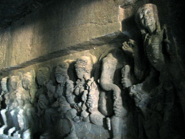 Эллора. Сапта Матрикас - семь матерей. Рельеф в индуистском пещерном храме