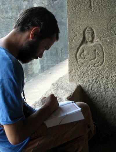 Эллора. набросок фигуры на колонне храма