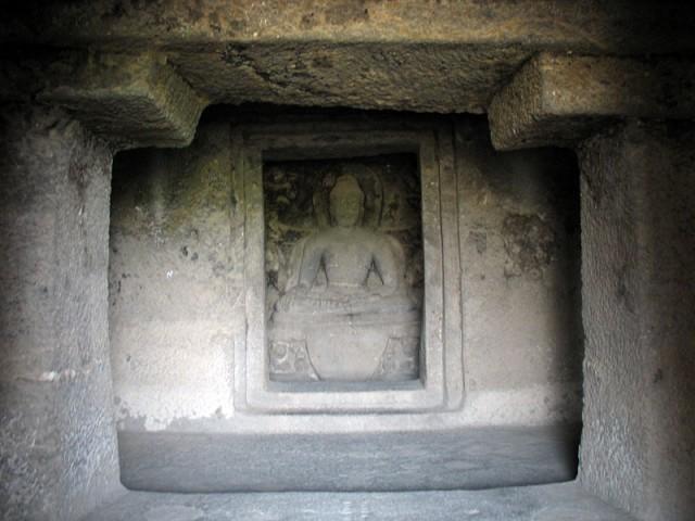 Эллора. В буддийской пещере