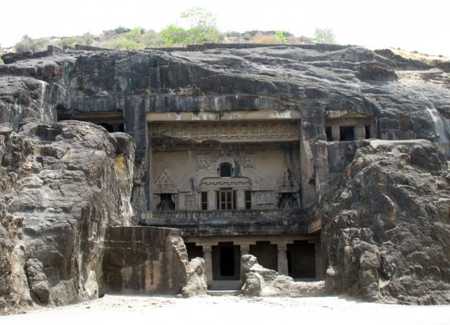 Эллора. Вход в буддистскую пещеру-чайтью