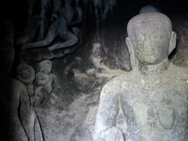 Эллора. В буддистской пещере
