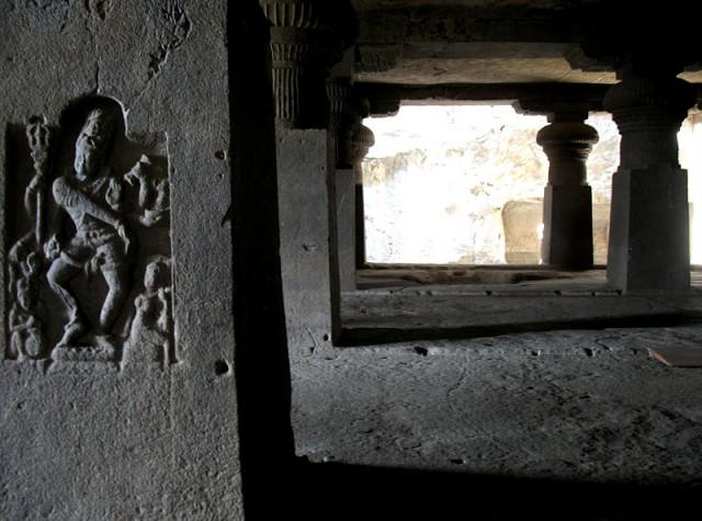 Эллора. В пещерном храме
