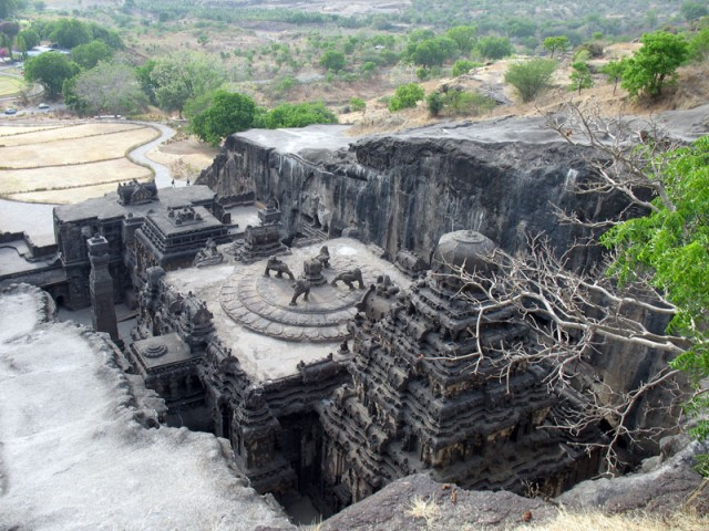 Эллора. Храм Кайлас, вид со скалы