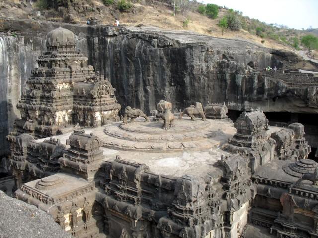 Эллора. Храм Кайлас. Вид слева.