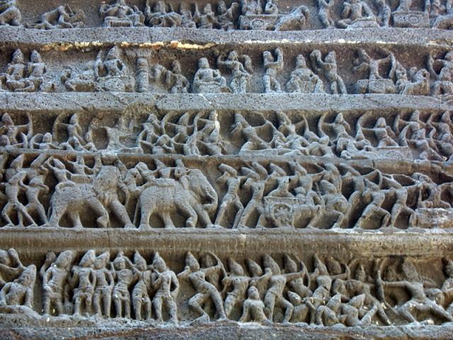 "Эллора. Храм Кайлаш. ""Махабхарата"" на стене храма"