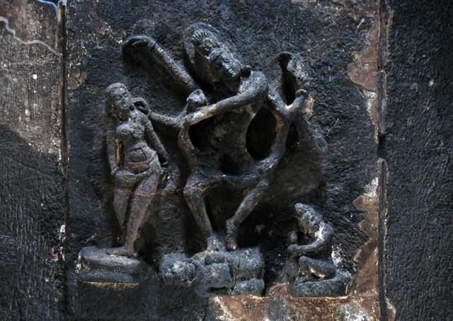 Эллора. Храм Кайлас. Внутри храма. Рельеф на потолке - танцующий Шива