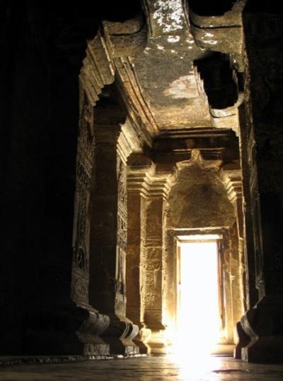 Эллора. Храм Кайлас. Внутри храма