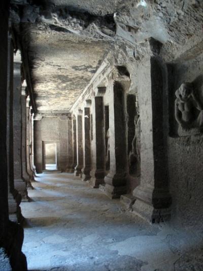 Эллора. Храм Кайлас. В галерее