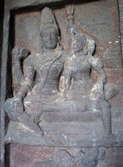 Эллора. Храм Кайлас. В галерее. Шива и Парвати