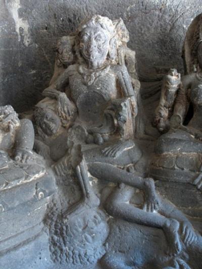 Эллора. Храм Кайлаш. Самая страшная мать, сидящая на горе трупов