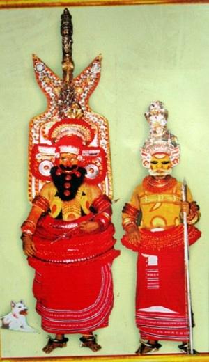 Теям в Парсиникадаву. Почитаемые духи и боги в храме Шри Мутаппан (фото с открытки)