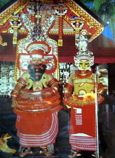 Теям в Парсиникадаву. Они же на фоне храма (фото с открытки)