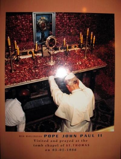 Фото-документ пребывания у гробницы Св. Фомы Папы Иоанна Павла II в 1986 году
