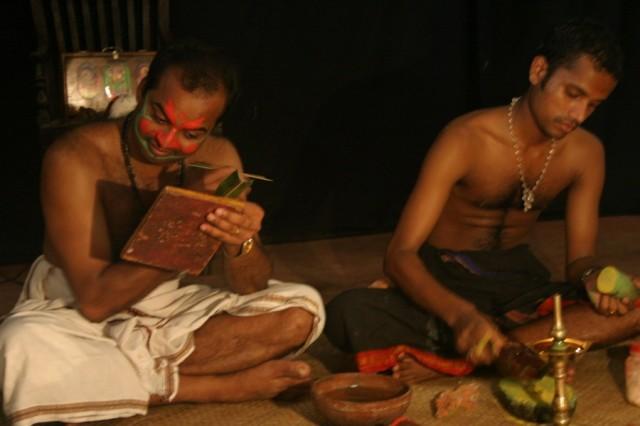 Представление Катхакали. Подготовка, грим