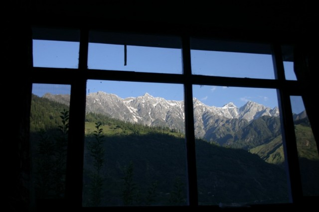 Гималаи. Вид из окна гестхауса в Васиште