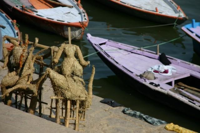 Варанаси. Лодки и статуэтки