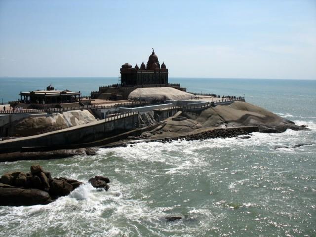 Вид на мемориал Вивекананды. На этой скале Свами Вивекананда провел несколько дней в медитации